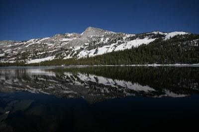 Spiegelung der Berggipfel des Yosemite NP