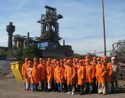 Stahlexkursion am 2.7.2010: Vor dem Hochofen A bei HKM