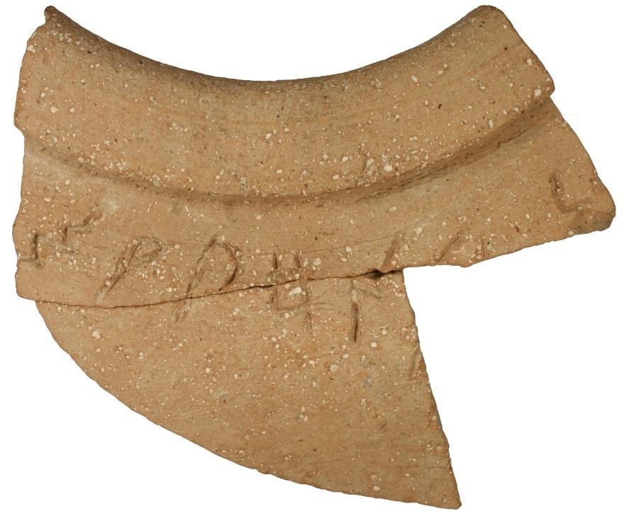 Keramik mit hebräischer Inschrift
